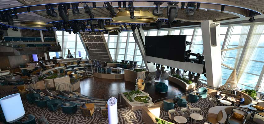 Cutting-edge Roboscreens at Anthem of the Seas' Two70 entertainment venue
