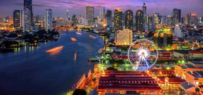 The bright lights of Bangkok at night