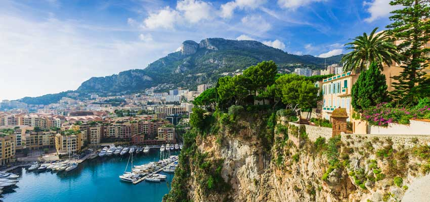 Stunning scenery along the coast of Monte Carlo