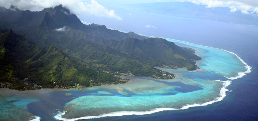 The beautiful lagoons surrounding Tahiti