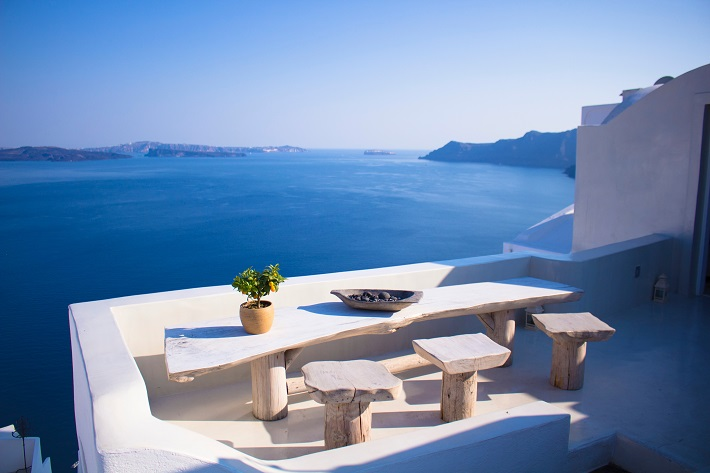 Sea-view balcony in a restaurant in Santorini