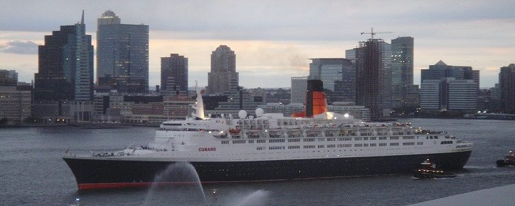 Cunard Queen Elizabeth 2 at the 2007 Three Queens event in New York harbour