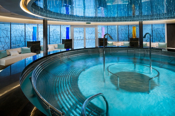 Whirlpool in the Greenhouse Spa on-board HAL Koningsdam
