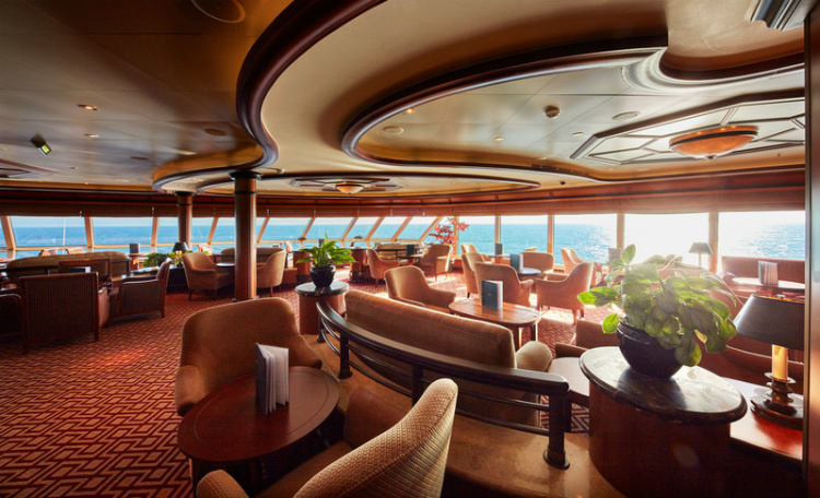 The sophisticated Commodore Club on Cunard Queen Elizabeth