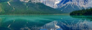 Alaska lake with stunning surroundings