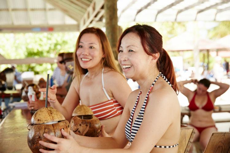 Women at the bar - Princess Cays