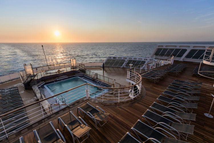 Pool Deck - Queen Mary 2 - Cunard