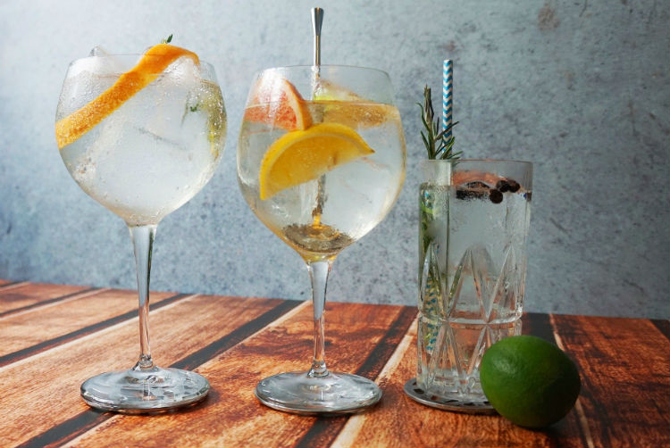 Gin and tonic - Cocktail glasses